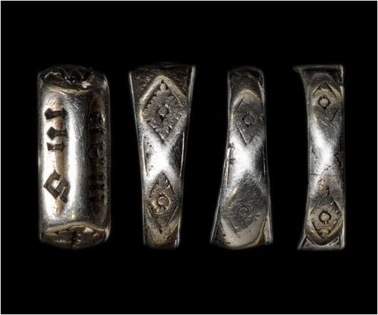 Anneau-presente-vente-comme-ayant-appartenu-Jeanne-Arc-TimeLine-Auctions_0_730_481